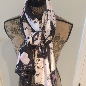 Silky Scarf/ Wrap with 🦋Butterflies 😍
